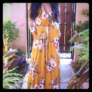 Dresses & Skirts - Yellow floral dress with pockets
